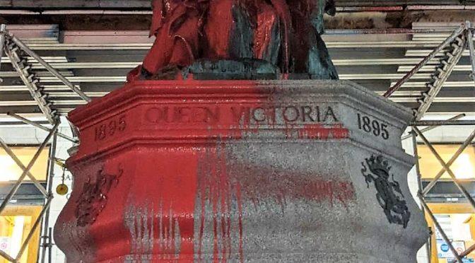 Montreal, Kanada: posąg królowej Wiktorii oblany farbą po godzinie policyjnej w Dzień Świętego Patryka